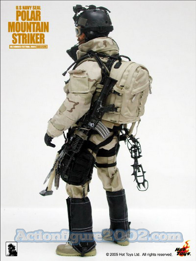Hot_Toys_POLARMOUNTAINSTRIKER_Desert_04.jpg