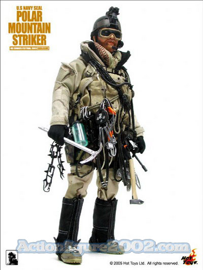 Hot_Toys_POLARMOUNTAINSTRIKER_Desert_03.jpg