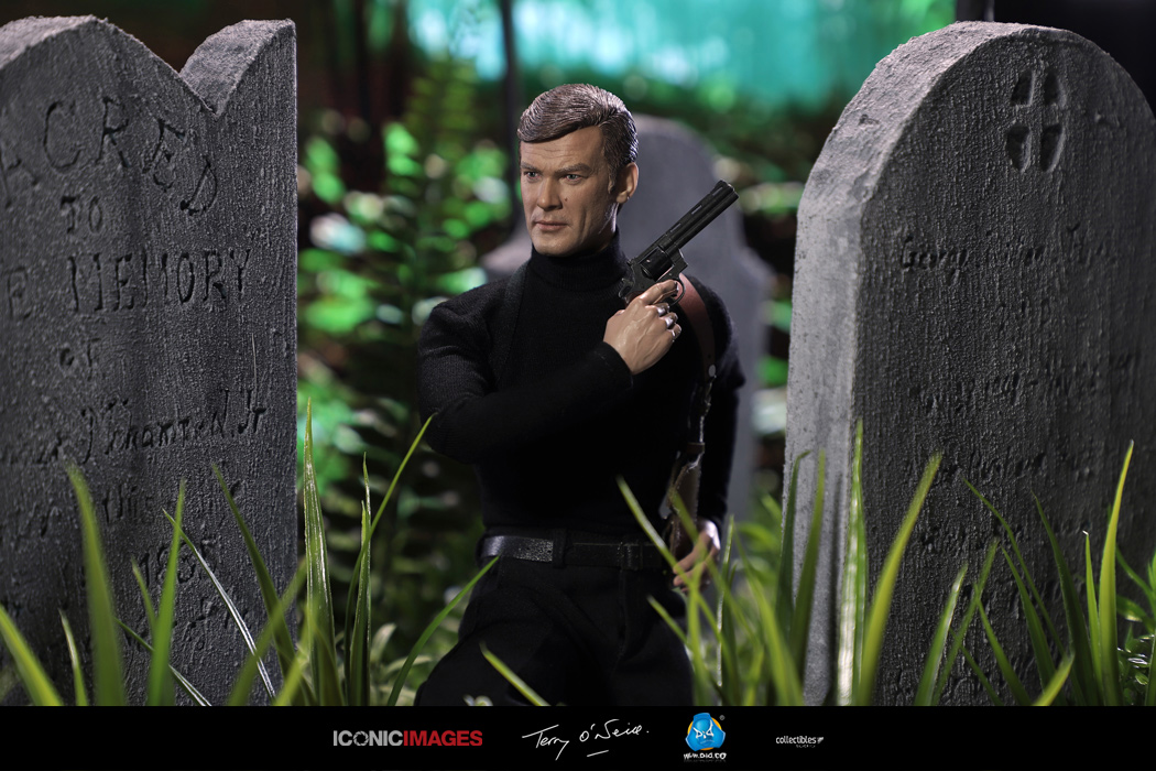 DID Roger Moore Officially Licensed Action Figure 3.jpg