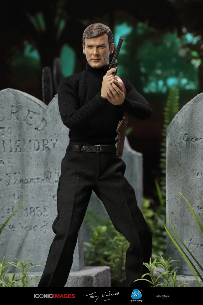 DID Roger Moore Officially Licensed Action Figure 5.jpg