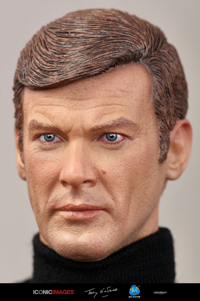 DID Roger Moore Officially Licensed Action Figure 7.jpg