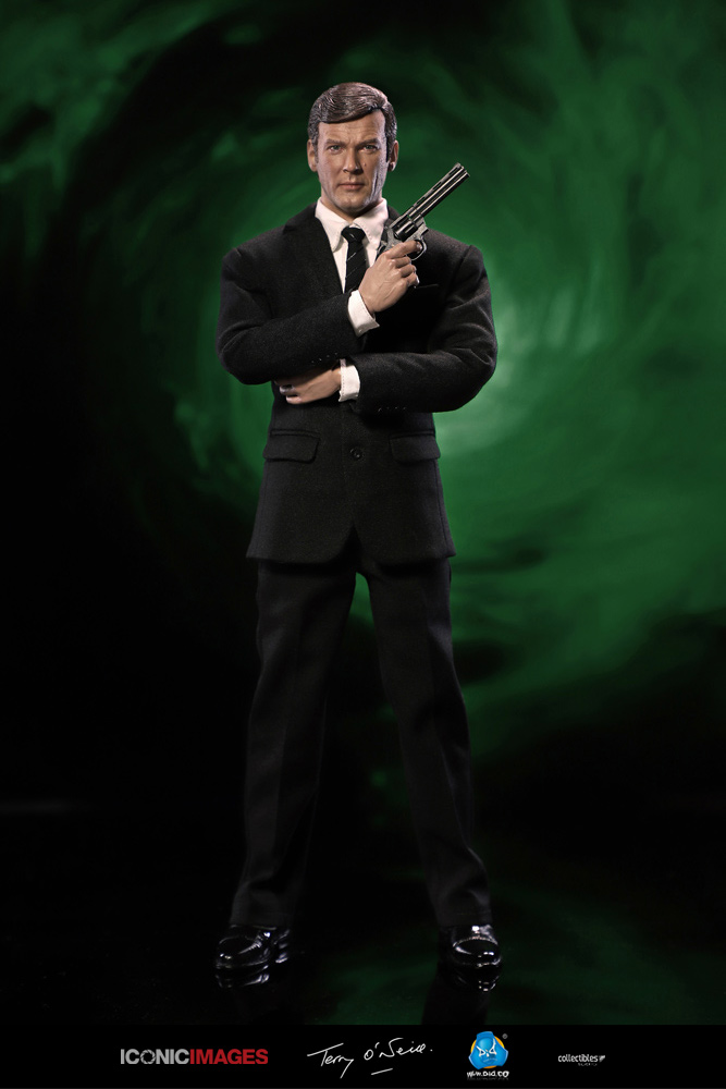 DID Roger Moore Officially Licensed Action Figure 11.jpg