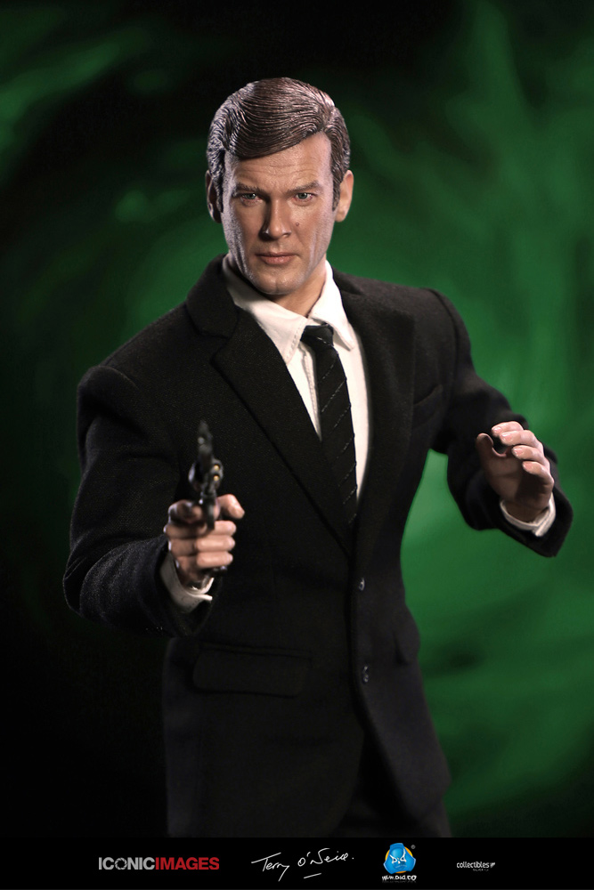 DID Roger Moore Officially Licensed Action Figure 12.jpg