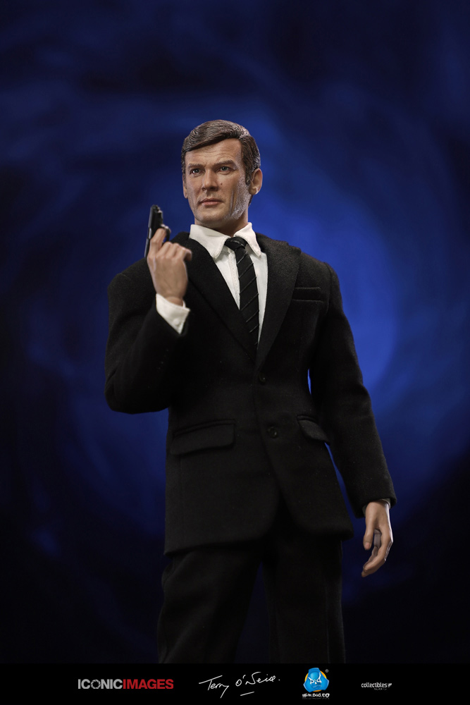 DID Roger Moore Officially Licensed Action Figure 18.jpg