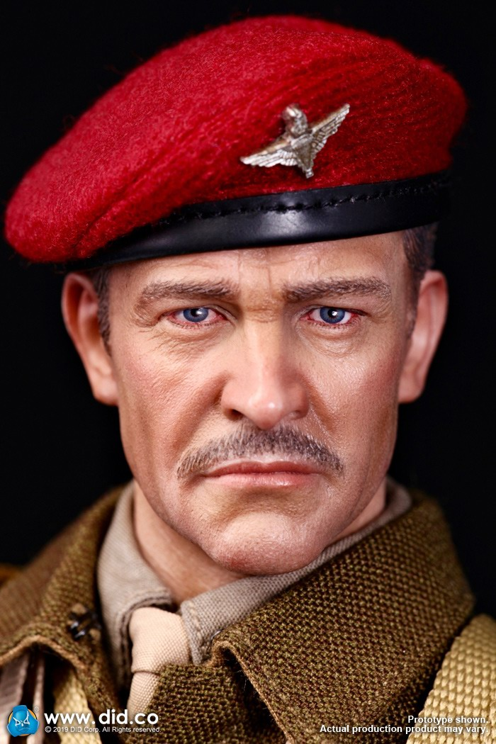DID K80135 WWII British Airborne Red Devil Commander Roy 2.jpg