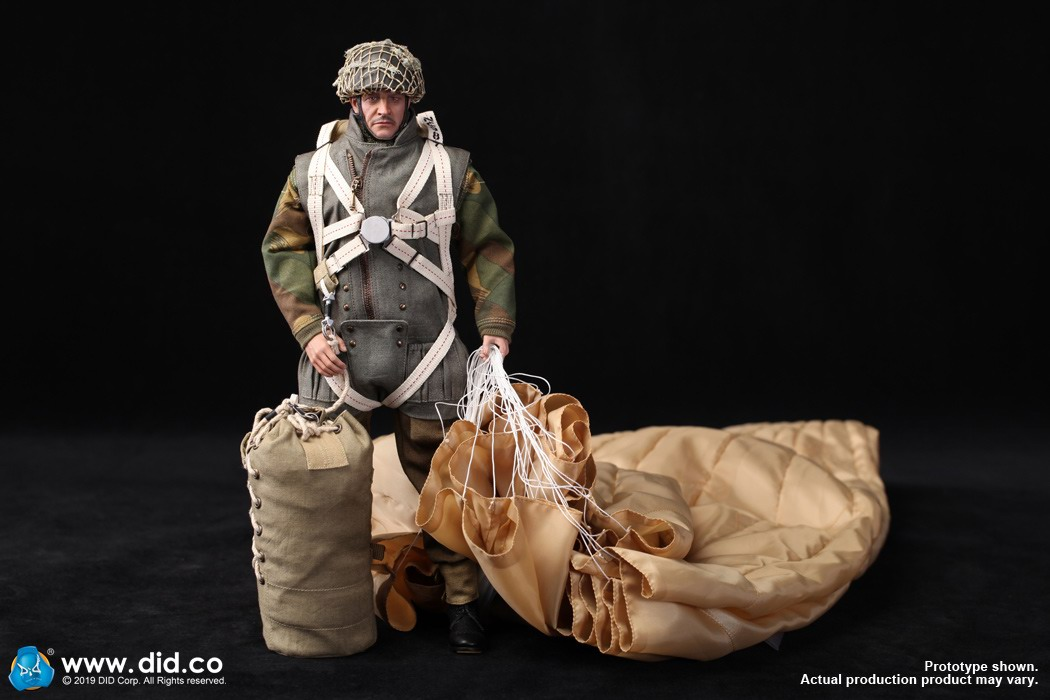 DID K80135 WWII British Airborne Red Devil Commander Roy 1.jpg