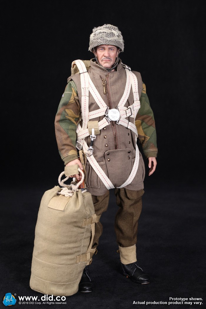 DID K80135 WWII British Airborne Red Devil Commander Roy 4.jpg