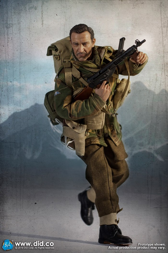 DID K80135 WWII British Airborne Red Devil Commander Roy 11.jpg