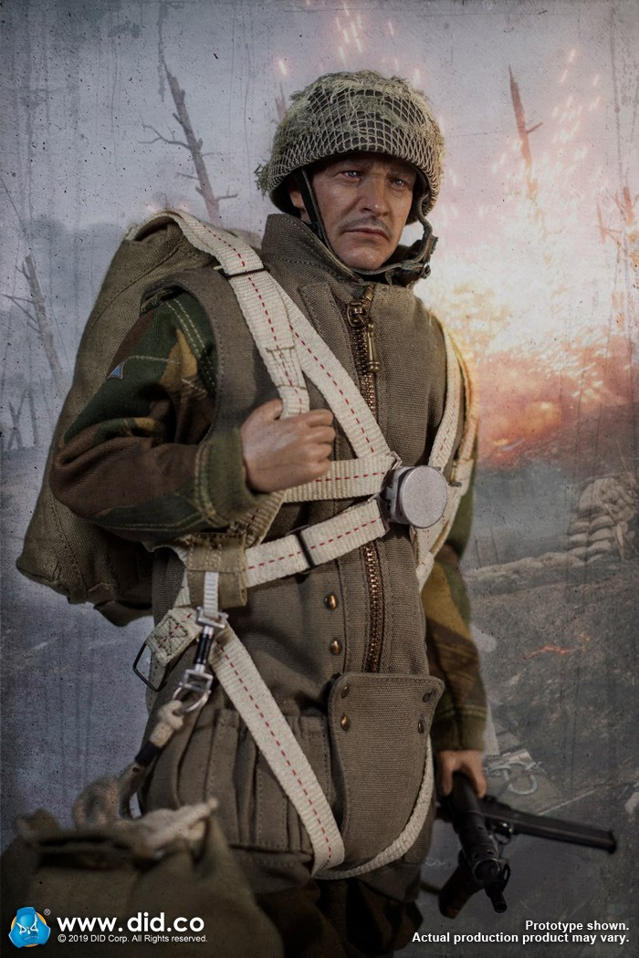 DID K80135 WWII British Airborne Red Devil Commander Roy 13.jpg