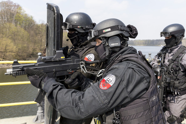 German Polish Police Special Forces Joint QT2LC8jusjEl.jpg